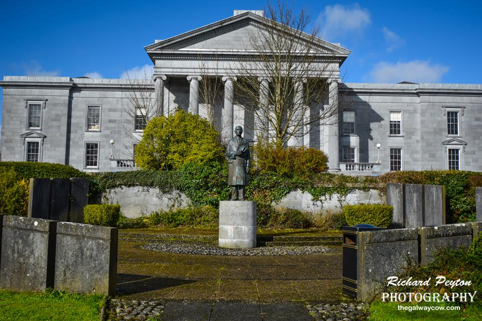 Eamonn De Valera statue, Ennis
